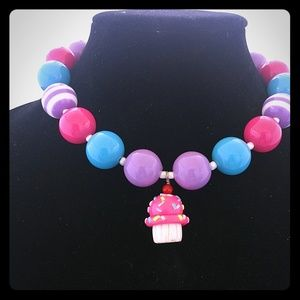 Other - Cupcake necklace